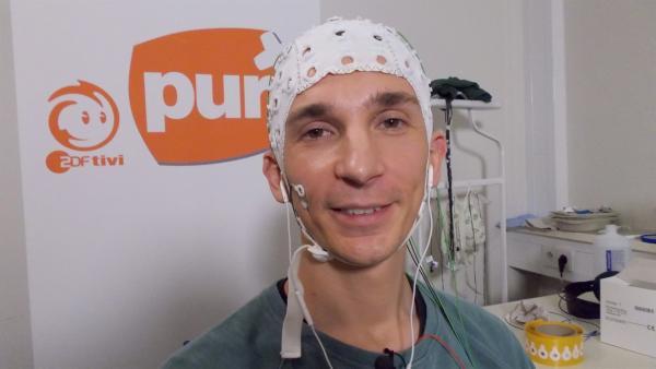 Im Experiment forscht er mit dem Glückforscher Dr. Malek Bajbouj nach seiner Glücksformel. | Rechte: ZDF/Siebold & Werdich