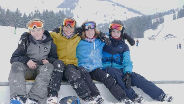 """Peter, Jakob, Tobi und Julien sind 13 Jahre alt, dicke Freunde und Snowboard-Freestyler! Sie trainieren zweimal pro Woche im Verein und wollen jetzt zum ersten Mal an einem Wettkampf teilnehmen. """"PUR+"""" ist dabei.   Rechte: ZDF/Sandra Palm"""