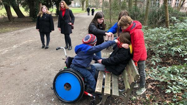 Schüler testen Passanten: Wer greift ein? | Rechte: ZDF/Susanne Kaupp