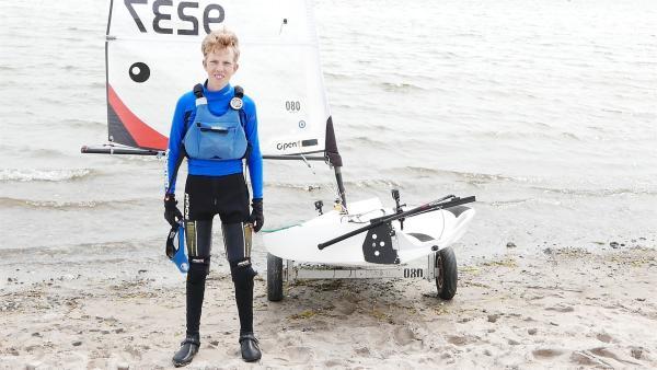 Der 14-jährige Niclas segelt erfolgreich in der sportlichen O'pen Skiff Bootsklasse. In Deutschland ist er in seiner Altersklasse auf dem 2. Platz. Bei der nächsten Regatta geht's um die Europameisterschaft. | Rechte: ZDF/Sandra Palm