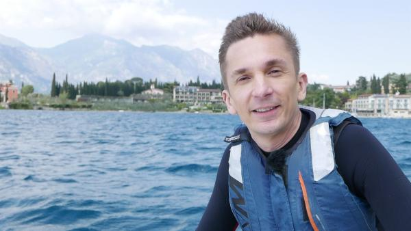 Eric Mayer ist für PUR+ am Gardassee unterwegs. | Rechte: ZDF/Sandra Palm