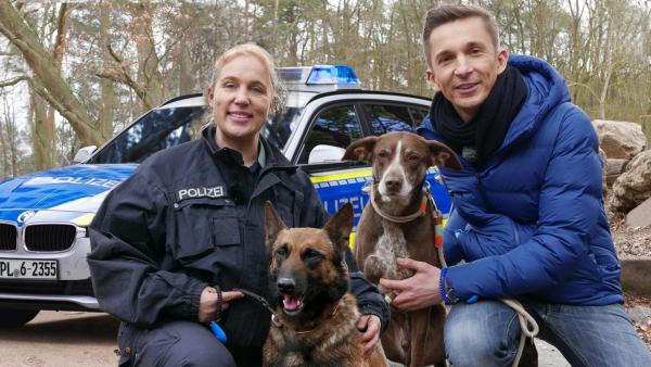 Eric mit Polizist und Polizeihund | Rechte: ZDF