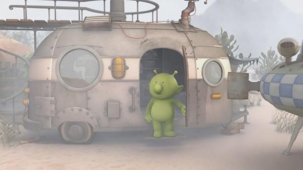 Als Pootle aus seinem Wohnwagen steigt liegt über ganz Okidoki ein dichter Nebelschleier. | Rechte: KiKA/Snapper Productions/Q Pootle 5 LTD