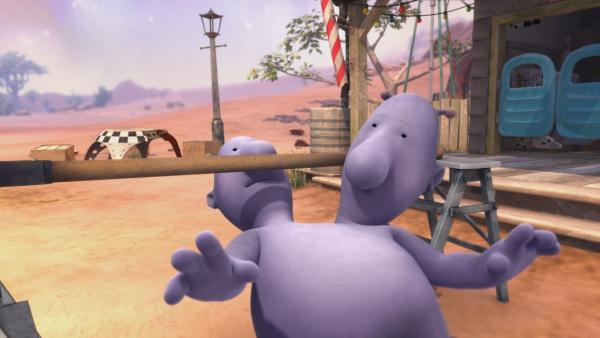 Beim Limbo hat es Eddi wegen seiner beiden Köpfe nicht einfach. | Rechte: KiKA/Snapper Productions/Q Pootle 5 LTD
