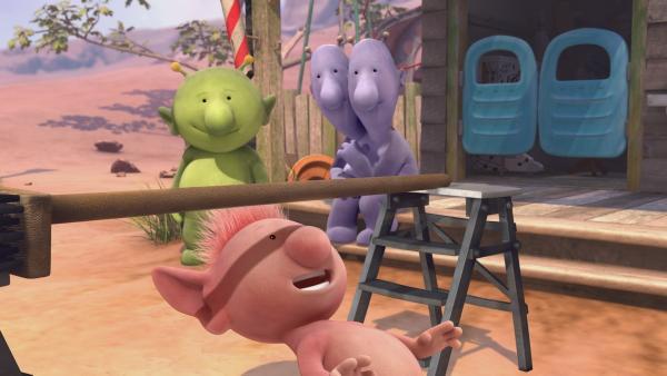 Oopsy ist geschickt im Limbo. Pootle und Eddi sind beeindruckt. | Rechte: KiKA/Snapper Productions/Q Pootle 5 LTD