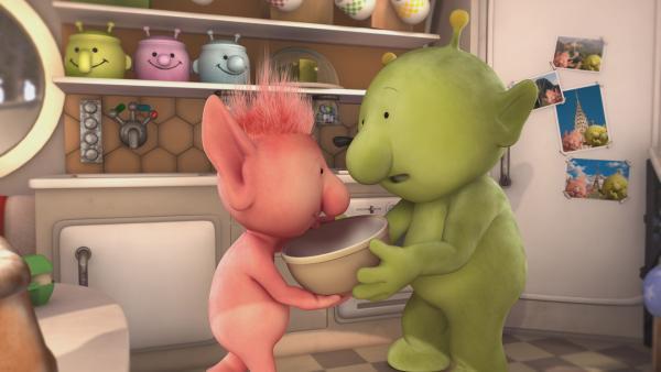 Pootle (r.) hat Oopsy (l.) versprochen, ihr beim Kuchenbacken zur Hand zu gehen. | Rechte: KiKA/Snapper Productions/Q Pootle 5 LTD