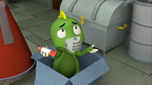 Koks schaut unschuldig aus der Kiste. | Rechte: ZDF/Caligari