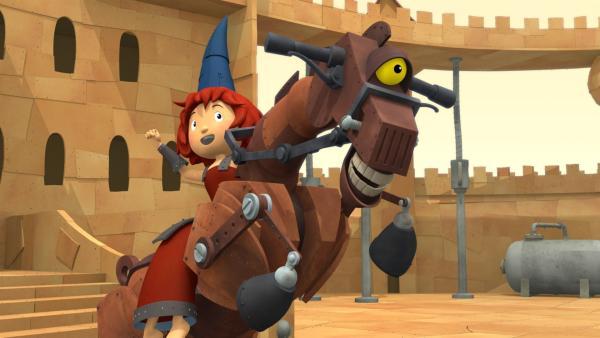 Burgfräulein Bö ist eine tolle Reiterin und Feuerstuhl ein ziemlich verrücktes Pferd. | Rechte: ZDF/Caligari