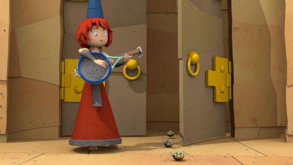 Burgfräulein Bö versucht es mit Hausmusik. Wen will sie damit hervorlocken? | Rechte: ZDF/Caligari