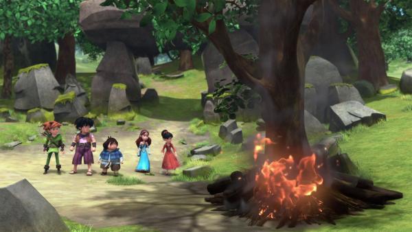 Im Wald von Sherwood wurde ein Feuer gelegt. Zu Glück sehen die Freunde es früh genug.    Rechte: © ZDF/Method Animation/DQ Entertainment