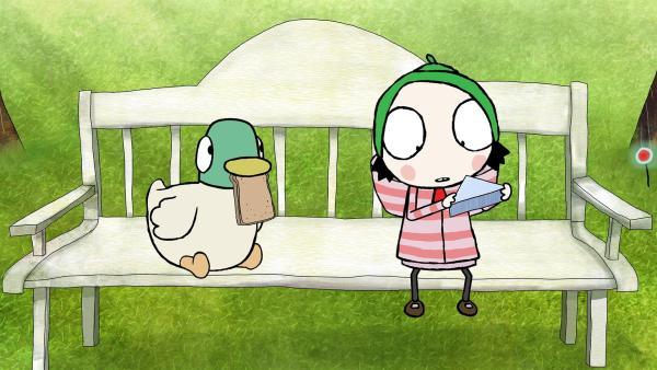 Sarah und Duck machen ein Picknick im Park.   Rechte: NDR/Karrot Entertainment 2016