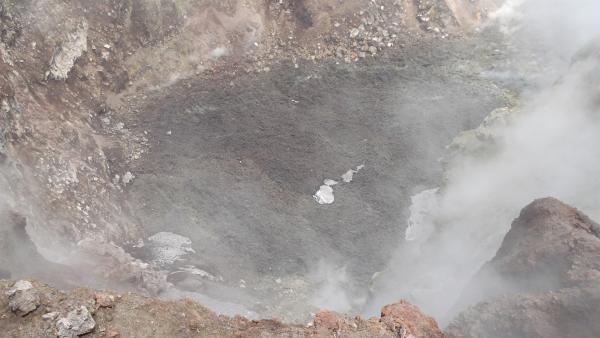 Einer der aktiven Krater des Ätna | Rechte: hr