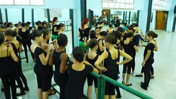 Die Tanztruppe Lizt Alfonso ist bekannt auf der ganzen Welt und die größeren Tänzerinnen und Tänzer sind schon ziemlich weit rumgekommen. | Rechte: hr