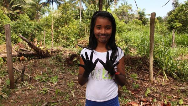 Die Tätowierungen zum Ritual bleiben acht Tage lang auf Jessicas Haut. | Rechte: RBB/Alexander Preuss