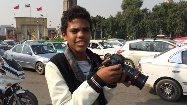 Am liebsten streift Abdel Rahman mit seiner Kamera durch Kairo. Immer auf der Suche nach einem außergewöhnlichen Motiv. | Rechte: KiKA/Horst Mühlenbeck