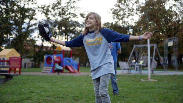 Amanda spielt Baseball. | Rechte: SWR/kurhaus production