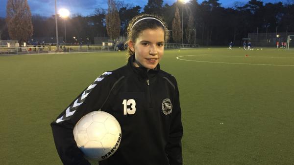 Melina auf dem Trainingsplatz bei der Hertha 03 Zehlendorf. | Rechte: MDR/Starship Film