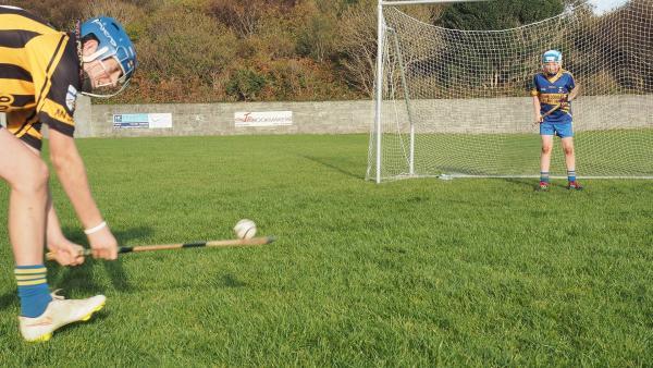 Große Anspannung: der Gegner holt zum Strafstoß aus. Wird Mac den Ball halten können? | Rechte: SWR/Ildico Wille