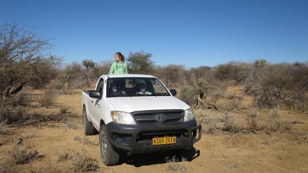 Sophia auf der Fahrt zur Nachbarfarm, um Wildfleisch zu holen | Rechte: KiKA/Rolf Sakulowski