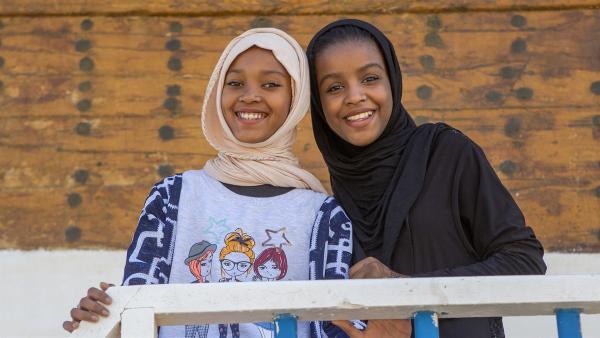 Al-Anood mit ihrer besten Freundin Shamail | Rechte: KiKA/Bea Müller