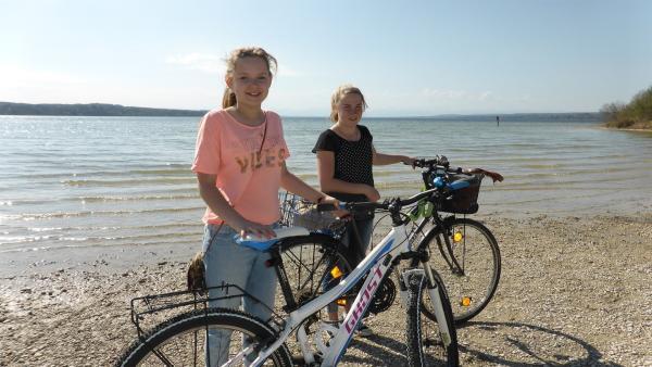Annika und Hanna auf einer Fahrradtour | Rechte: rbb/Preuss Filmproduktion Berlin