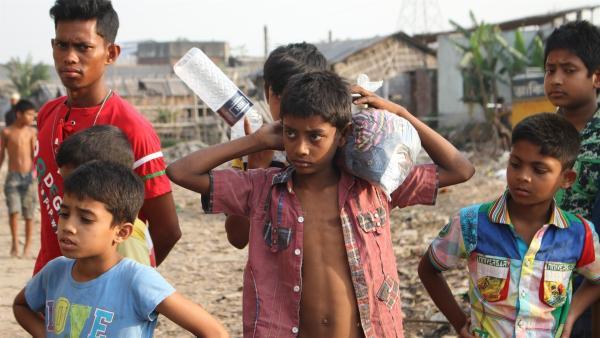 Der 12-jährige Ridoy arbeitet wie viele andere Kinder auch seit seinem zehnten Lebensjahr im Gerberviertel Hazaribagh in Dhaka, der Hauptstadt von Bangladesch. | Rechte: SWR