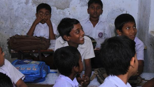 Ridoy weiß nicht, ob seine Eltern es ihm weiterhin ermöglichen können, die Schule zu besuchen. Die Nachricht, dass alle Frabriken in Hazaribagh wegen der schlimmen Verschmutzungen schließen müssen, macht die Runde. Schafft er es, als einziger in seiner Familie eine Ausbildung zu machen? | Rechte: SWR