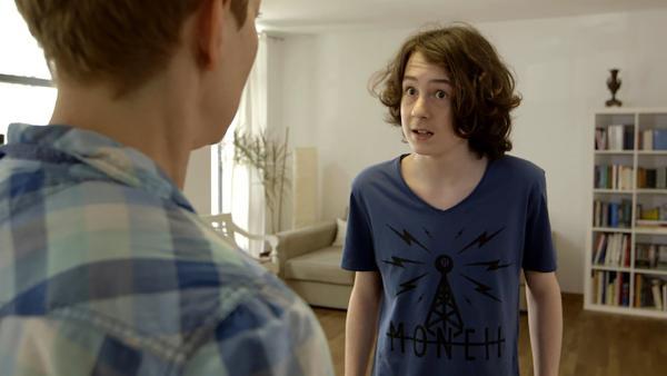 Der 14-Jährige Maxi aus Berlin steht leidenschaftlich gern vor aber auch hinter der Kamera. Er hat schon in vielen Kinofilmen und TV-Serien mitgespielt und trainiert das Schauspielern immernoch mit einem Coach. | Rechte: KiKA