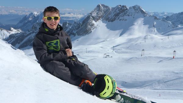 Der 12-jährige Beni liebt die Berge und das Skifahren und wohnt mit seiner Familie in Oberbayern. | Rechte: rbb/Juliette Planitzer