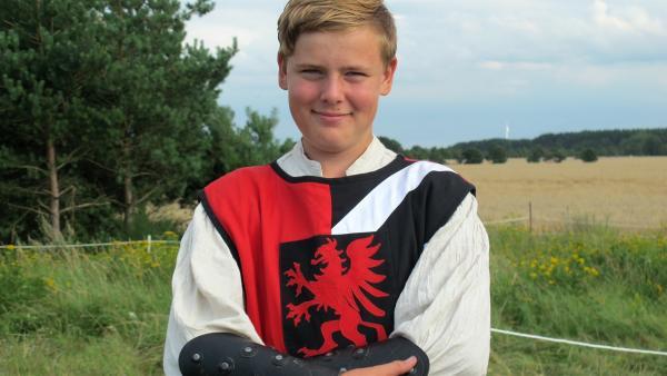Markus ist 13 Jahre alt und trägt sein eigenes Ritterkostüm. | Rechte: rbb/Stefanie Köhne