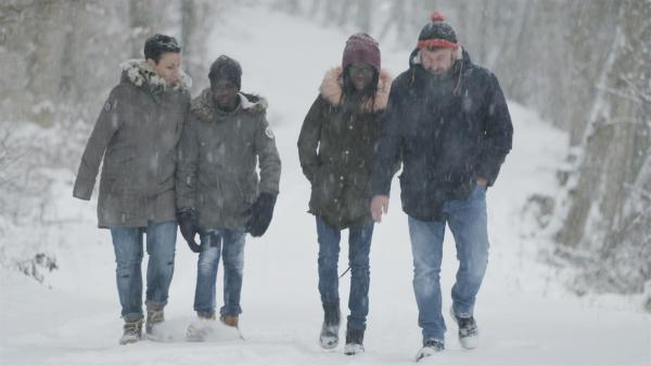 Anaicas Familie beim Winterspaziergang: Heike, Jorlens, Anaica und Gerd (v.l.n.r.) | Rechte: SWR/Gigaherz GmbH