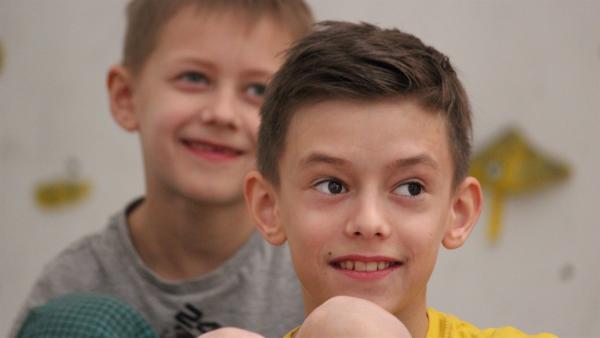 Der 11-jährige Lukáš und sein Bruder Ondrej, der 9 Jahre alt ist, gehen zweimal in der Woche zum Klettertraining. | Rechte: KiKA/Pangolin Doxx Film