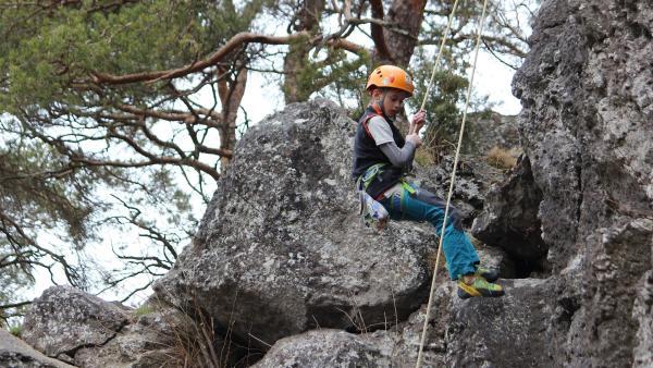 Die Klettergebiete in Lukáš Heimat bei Pilsen in Tschechien sind aus Sandstein. Hier kennt sich Lukáš gut aus. | Rechte: KiKA/Pangolin Doxx Film