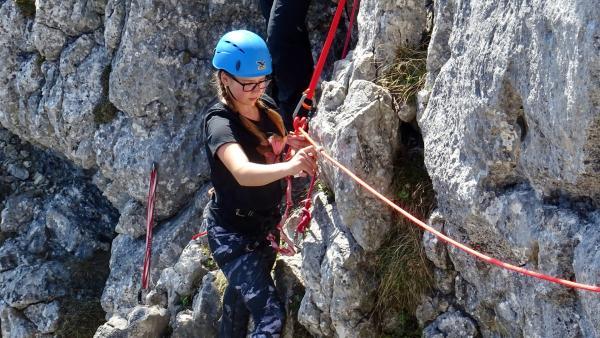 Lena liebt Berge über alles. Besonders das Klettern hat es ihr angetan.  | Rechte: ©RBB