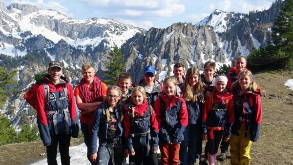 Lena und die Kinder der Jugendbergwacht Bayerns im Allgäu. | Rechte: ©RBB