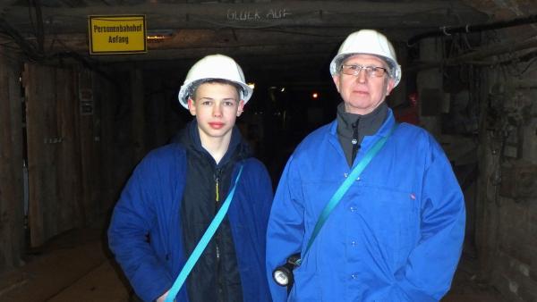 Jonas hat aber auch noch andere Interessen. Mit seinem Opa erkundet er einen alten Bergbauschacht. | Rechte: rbb/Frank Kleemann