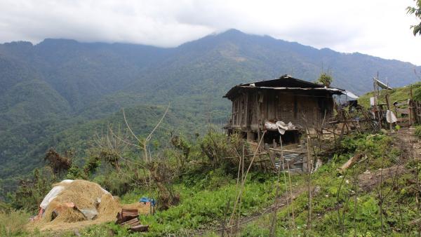 Die Hütte von Tsherings Familie im abgelegenen Bergdorf im Himalaya | Rechte: SWR/Thinley Namgay