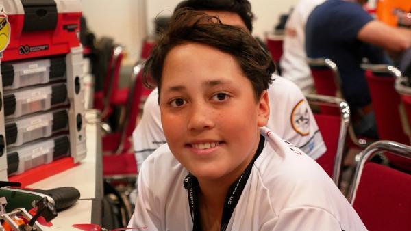 Justin ist zwölf Jahre alt und einer der besten Piloten in der Drohnenracer-Szene. | Rechte: rbb/Klaus Tümmler