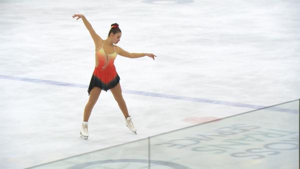 Für Dana ist es das Größte, wenn sie allein auf dem Eis steht und ihre Kür tanzt. | Rechte: Radio Bremen/Bremedia Produktion GmbH