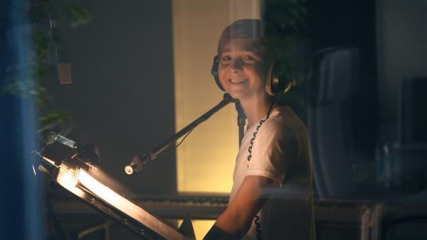 Luis im Tonstudio bei der Nachsynchronisation in München. | Rechte: MDR/Cine Impuls