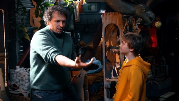 Luis mit seinem Regisseur am Filmset. | Rechte: MDR/Cine Impuls