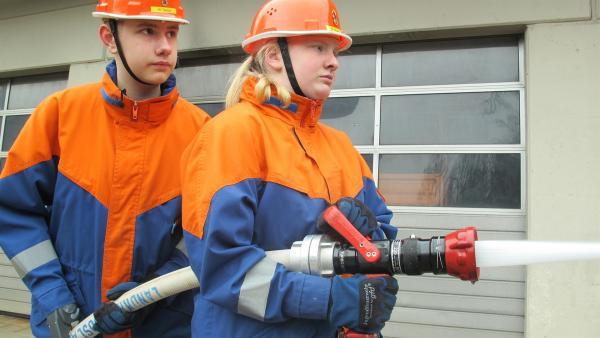 Nick kann auch beim Feuerwehrtraining mitmachen. | Rechte: rbb/Stefanie Köhne