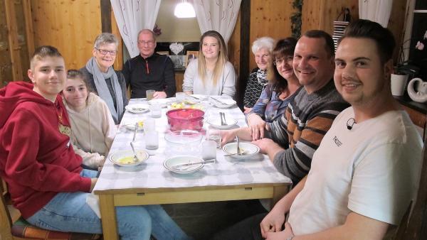 Nick zu Hause in der Großfamilie | Rechte: rbb/Stefanie Köhne