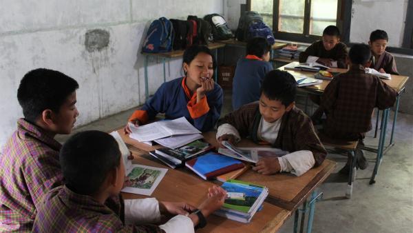 Tshering und ihre Mitschüler beim Unterricht | Rechte: SWR/Thinley Namgay