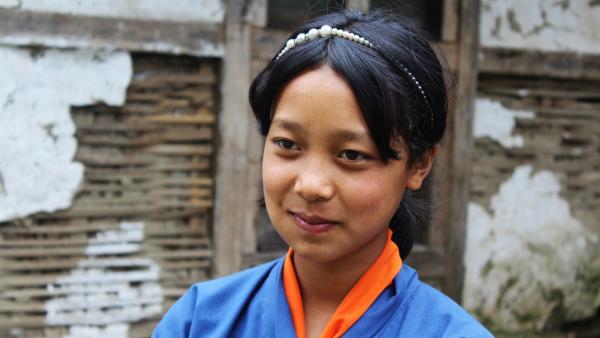 Tshering lebt in einem abgelegenen Dorf im Himalaya-Gebirge und möchte gerne Ärztin werden. | Rechte: SWR/Thinley Namgay