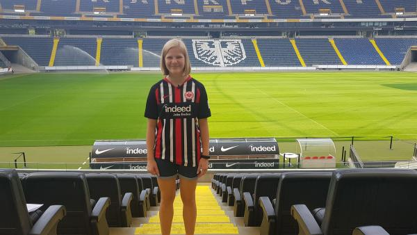 Lisa im Heimstadion der Eintracht - für sie das schönste Stadion überhaupt. | Rechte: hr
