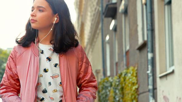 Anna hofft, später einmal als Sängerin oder Schauspielerin erfolgreich zu werden. | Rechte: MDR/Cine impuls