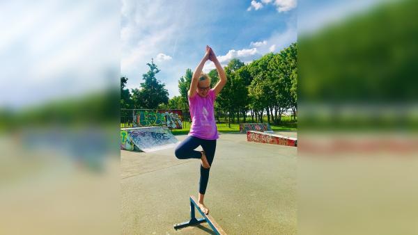 Mira entspannt sich am liebsten beim Yoga. | Rechte: hr/Tom Jeffers