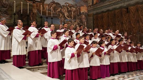 Der Chor singt in der Sixtinischen Kapelle. | Rechte: SWR