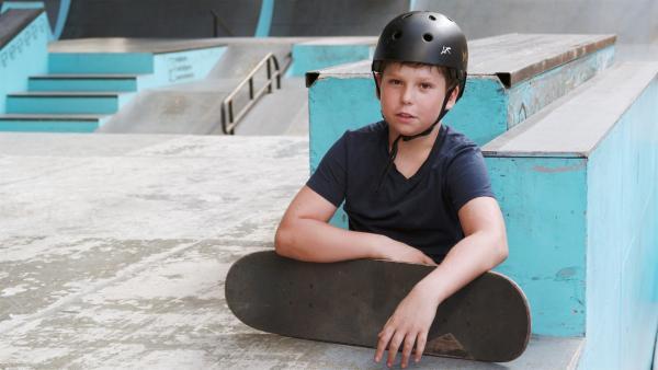 Maxim ist zehn Jahre alt und leidenschaftlicher Skateboarder. | Rechte: rbb/Sergei Amirdzhanov